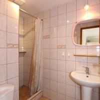 Łazienka w pokoju 3 os.
