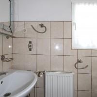 Toaleta jedna na 2 pokoje